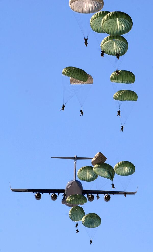 jet-military-exercise-parachuters-70348